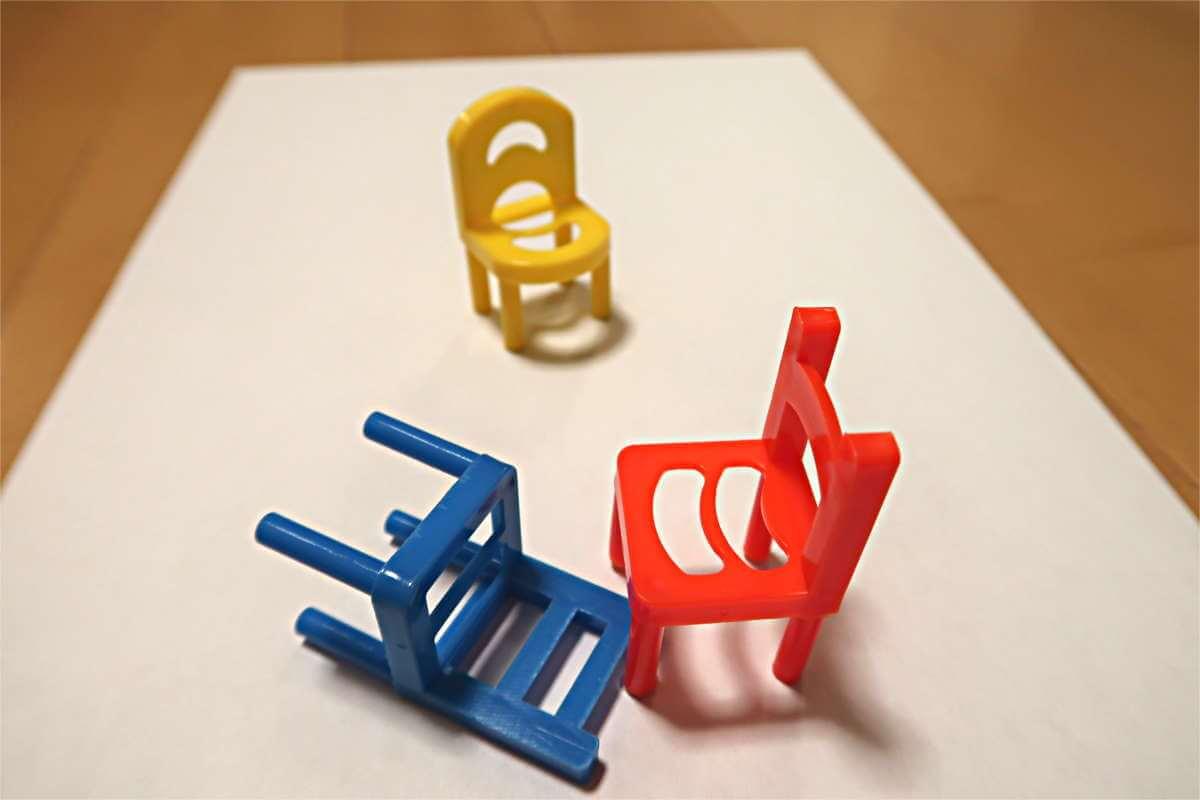 ミニチュア椅子の画像